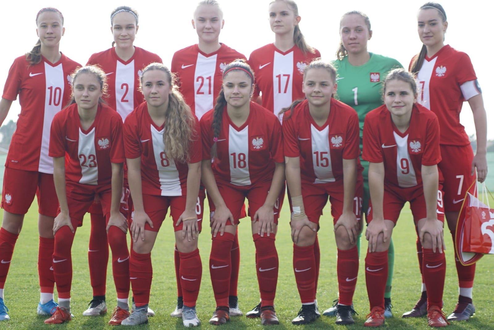 EQlYP7fW4AMiJml - Reprezentacja U-17: Pewna wygrana ze Szwecją, Polki z szansą na triumf w turnieju